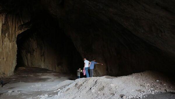 8 bin yıllık antik mağaralarda büyük tahribat: Kaçak kazılar, hafriyat ve çöp yığını - Sputnik Türkiye