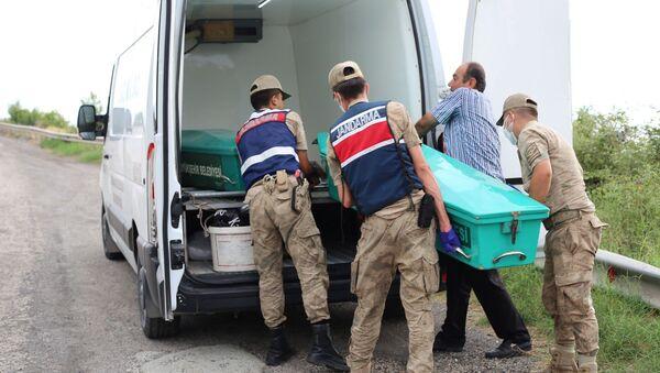 Deniz kıyısında kafası ve kolları olmayan erkek cesedi bulundu - Sputnik Türkiye