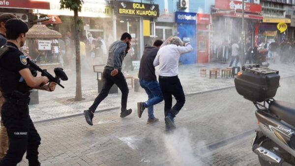Kadıköy'de Suruç anmasına polis müdahalesi - Sputnik Türkiye