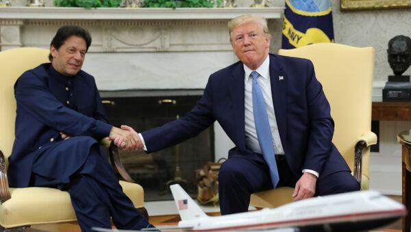 Donald Trump ve İmran Han - Sputnik Türkiye