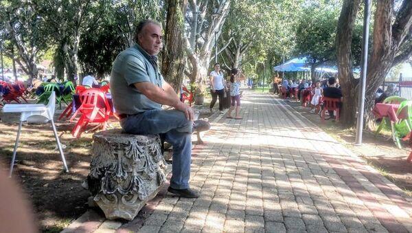 Bursa'nın İznik ilçesinde, molozların arasında bulunan, 5 yıldır bir çay bahçesinde sergilenen oymalı mermerin, Roma dönemine ait sütun başı olduğu ortaya çıktı. - Sputnik Türkiye