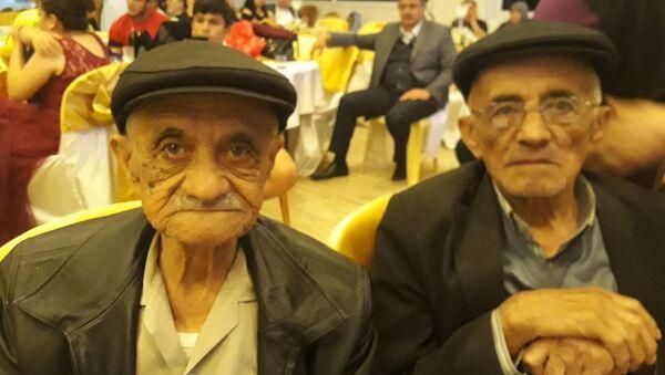 Manisa'nın Kula ilçesinde yaşayan Efeoğlu ailesinden 86 ve 92 yaşındaki iki kardeş, 18 saat arayla hayatını kaybetti. - Sputnik Türkiye