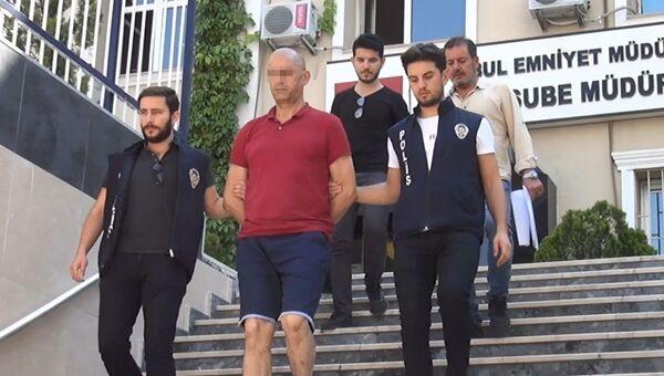 Zeytinburnu'nda bir mağazada pantolon deneyen müşterinin içinde 200 bin dolar bulunan çantasını çalarak kaçan Cezayir uyruklu Sıdı M. - Sputnik Türkiye