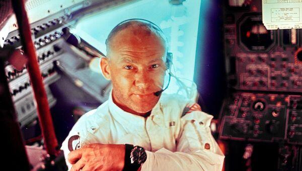 Neil Armstrong 1969'da Apollo 11'de - Sputnik Türkiye