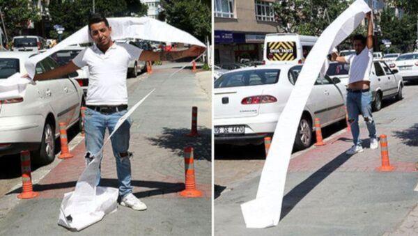 Ankara'da kadın kuaförü Volkan İlbaş (25) otomobilini satmak için notere gittiğinde, son 10 ayda trafikte çeşitli kural ihlallerinden acına 35 ayrı trafik cezası uygulandığını öğrendi. Toplam 11 bin 500 liralık trafik cezasını ödeyerek aracını satan İlbaş, Bence herkes trafik kurallarına uysun dedi. - Sputnik Türkiye