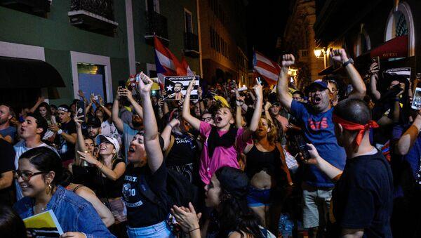 Porto Riko'da Vali Ricardo Rossello baskılar üzerine istifa etti. Halk, gelişmeyi sevinç gösterileri düzenleyerek kutladı. - Sputnik Türkiye