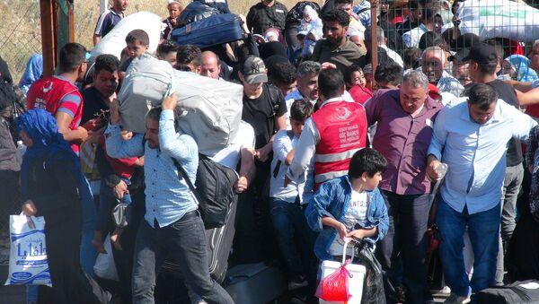 Ülkelerine dönen Suriyeliler - Sputnik Türkiye