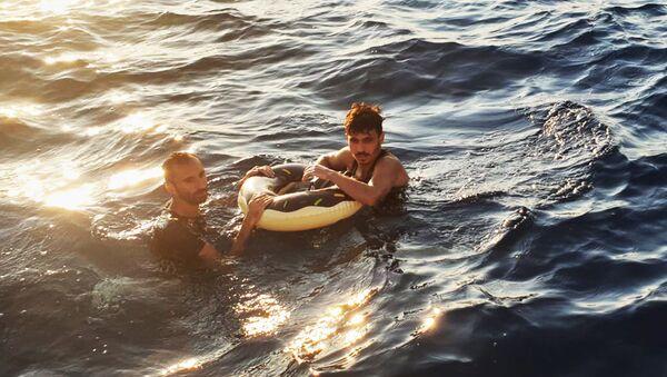 Yüzerek Yunanistan'a ulaşmaya çalışan 2 sığınmacı yakalandı - Sputnik Türkiye
