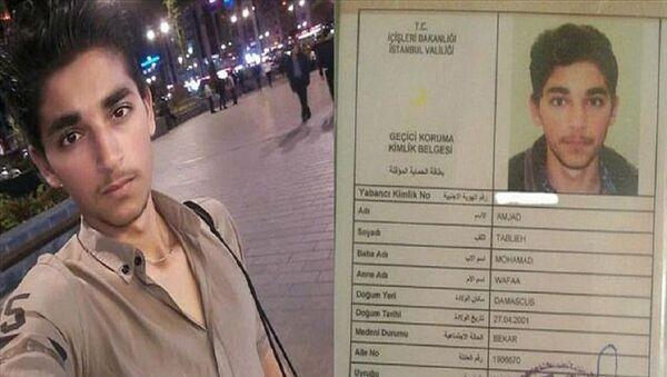 Kaçak ve kayıt dışı göçmenlerle ilgili çalışmalar kapsamında on gün önce kimliği olmadığı için sığınmacı kampına gönderilen Suriyeli Amjad Tablieh, oturma izni belgelenince İstanbul'daki ailesine kavuştu. - Sputnik Türkiye