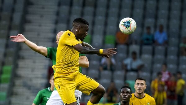 Yeni Malatyaspor, UEFA Avrupa Ligi 2. eleme turu rövanşında Slovenya temsilcisi Olimpija Ljubljana ile karşılaştı. Stozice Stadı'nda oynanan maçın bir pozisyonunda Yeni Malatyaspor oyuncusu İssam Chebake (29), rakipleri ile mücadele etti. - Sputnik Türkiye