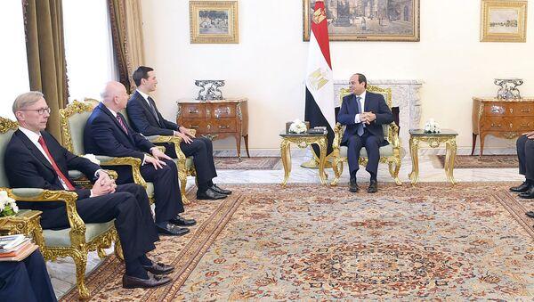Mısır Cumhurbaşkanı Abdulfettah Sisi ve ABD Başkanı Donald Trump'ın damadı ve Başdanışmanı Jared Kushner - Sputnik Türkiye