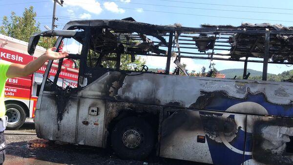Balıkesir'de otobüs alev aldı - Sputnik Türkiye