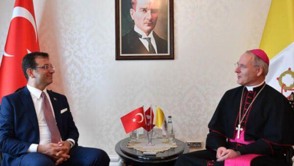 İstanbul Büyükşehir Belediye Başkanı Ekrem İmamoğlu, Vatikan Büyükelçisi Başpiskopos Paul Russel ile görüştü.  - Sputnik Türkiye