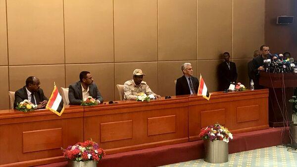 Sudan'da anayasa bildirisi ön anlaşması imzalandı - Sputnik Türkiye