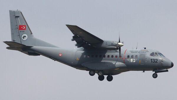 Türk CN-235 uçağı - Sputnik Türkiye
