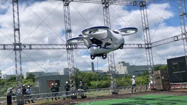 Japonya'da prototip uçan otomobil deneme uçuşu yaptı - Sputnik Türkiye