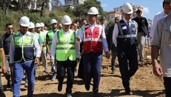 İstanbul Büyükşehir Belediye Başkanı Ekrem İmamoğlu, Tuzla'da ıslah çalışması devam eden Hacet Deresi'nin yaşam vadisi projesine dönüştürülmesi kararı sonrası yapılan çalışmaları yerinde inceledi. - Sputnik Türkiye