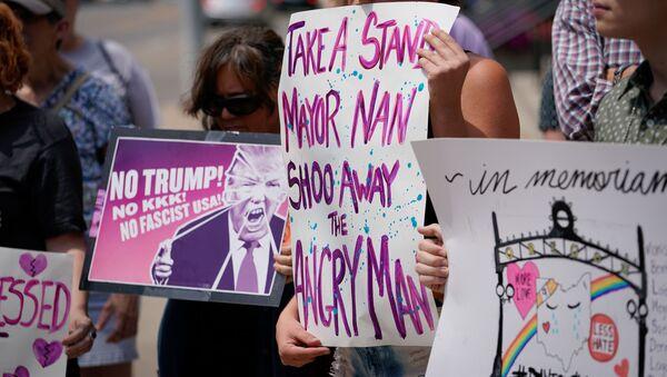 ABD Başkanı Donald Trump'ın El Paso ve Dayton'a yapacağı ziyaret protesto edildi. - Sputnik Türkiye