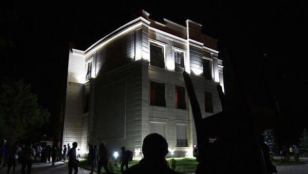 Kırgızistan güvenlik güçlerinin eski Kırgızistan Devlet Başkanı Almazbek Atambayev'in rezidansında yeni bir operasyon düzenlemeye başladığı belirtildi. - Sputnik Türkiye