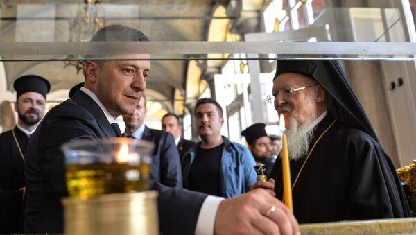 Feenr Rum Ortodoks Patriği Bartholomeos, Ukrayna Cumhurbaşkanı Vladimir Zelenskiy'i ağırladı. - Sputnik Türkiye