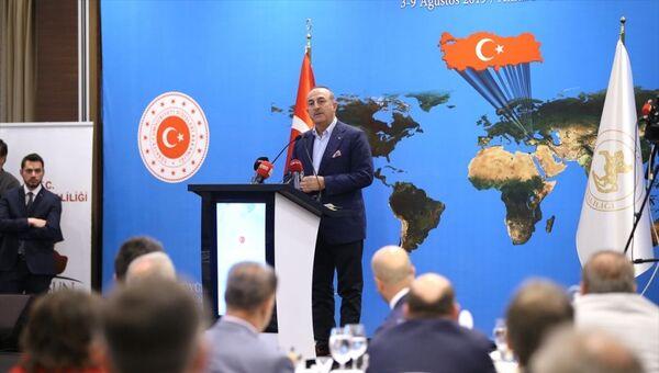 Milli Mücadele'nin 100. yılı nedeniyle, 11. Büyükelçiler Konferansı'nın son gününde Samsun'a gelen Dışişleri Bakanı Mevlüt Çavuşoğlu ve beraberindeki Büyükelçiler, özel bir otelde Sahada ve Masada Güçlü Diplomasi konulu konferansa katıldı. Çavuşoğlu, burada konuşma yaptı. - Sputnik Türkiye