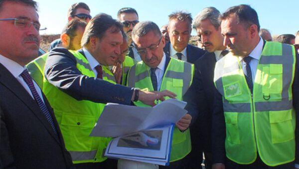 Cumhurbaşkanı Yardımcısı Fuat Oktay, Yozgat'ta Ankara-Sivas Yüksek Hızlı Tren (YHT) hattı şantiyesinde inceleme yaptı. - Sputnik Türkiye