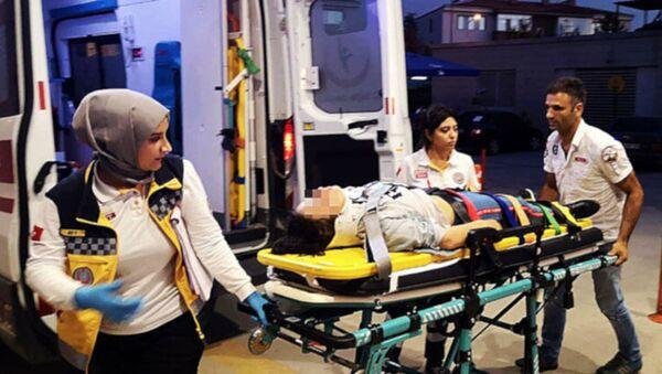Bursa'nın İnegöl ilçesinde, otomobil ile çarpışan 16 yaşındaki elektrikli motosiklet sürücüsü Ekin D. yara almadan kurtulduğu kazanın ardından babası Metin D. (45) tarafından dövülerek hastanelik edildi. - Sputnik Türkiye