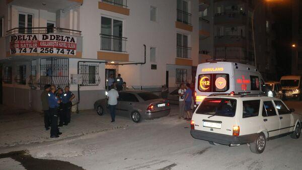 Trans bireyin evinde yakaladığı babasını bıçaklayarak öldürdü - Sputnik Türkiye