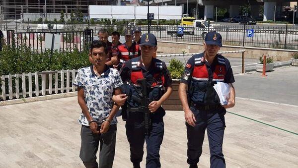 Antalya'da, sahte parayla kurbanlık aldıkları iddiasıyla yakalanan 3 kişiden 2'si tutuklandı. - Sputnik Türkiye