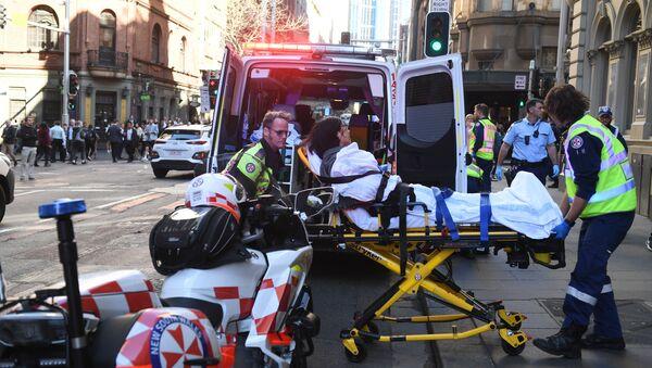 Avustralya'da bıçaklı saldırı: 1 kişiyi öldüren, 1 kişiyi yaralayan saldırgan, çevredekilerin müdahalesiyle yakalandı - Sputnik Türkiye
