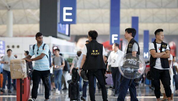 Hong Kong havalimanı yeniden uçuşlara açıldı - Sputnik Türkiye