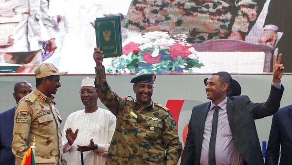 Sudan'da geçiş dönemini başlatacak Anayasal Bildiri anlaşması imzalandı - Sputnik Türkiye