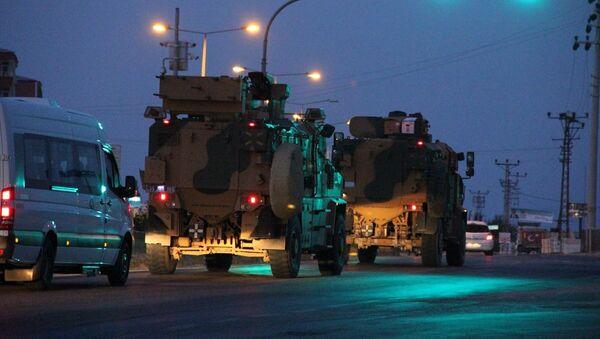 Türkiye'deki farklı birliklerden gönderilen komandoları taşıyan zırhlı araçlardan oluşan konvoy, Hatay'a ulaştı. - Sputnik Türkiye