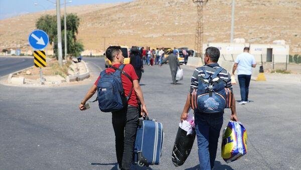 Bayram ziyaretinden dönen Suriyeliler - Sputnik Türkiye