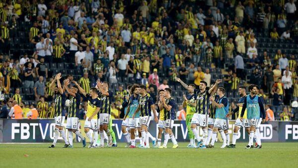 Sarı-lacivertli takım, Süper Lig'in ilk haftasında Gazişehir Gaziantep'i 5-0 yenerek, 123 hafta sonra liderlik koltuğuna oturdu. Fenerbahçe, Süper Lig'de 35 maç sonra ilk kez 5 gol birden attı - Sputnik Türkiye