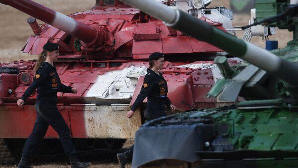 Rusya'nın ilk kadın tank mürettebatı, Uluslararası Ordu Oyunları Army-2019'da boy gösterdi - Sputnik Türkiye