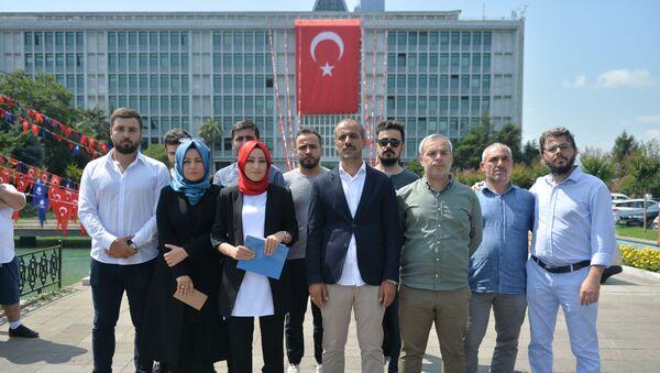 Medya AŞ'deki görevlerine son verilenler İBB önünde açıklama yaptı  - Sputnik Türkiye