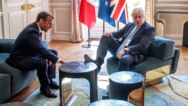 İngiltere'nin yeni Başbakanı Boris Johnson resmi temaslarındaki rahatlığı ile dikkat çekti. - Sputnik Türkiye