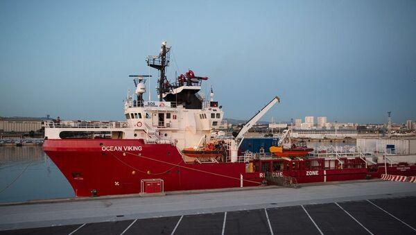 Sınır Tanımayan Doktorlar Örgütü ve SOS Akdeniz tarafından idare edilen Ocean Viking gemisi - Sputnik Türkiye