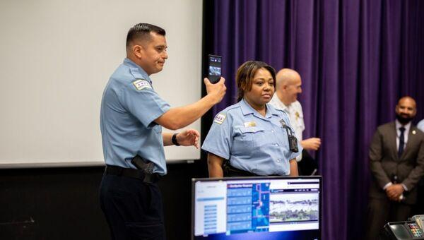 Chicago Polis Departmanı'na  Samsung'un akıllı telefonları dağıtıldı - Sputnik Türkiye