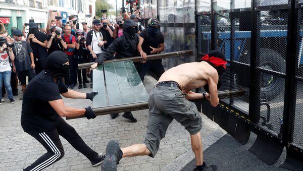 Fransa'da G7 Zirvesi karşıtı gösteriler çatışmaya dönüştü - Sputnik Türkiye