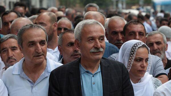 Görevden alınarak yerine kayyum atanan Diyarbakır Büyükşehir Belediye Başkanı Selçuk Mızraklı - Sputnik Türkiye