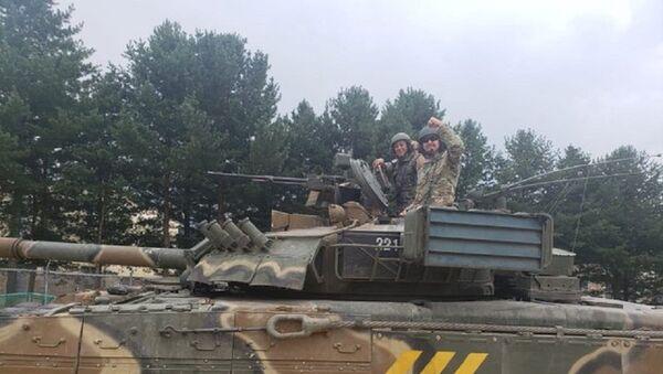 ABD'li askerler Rus T-80 tanklarıyla yarıştı - Sputnik Türkiye