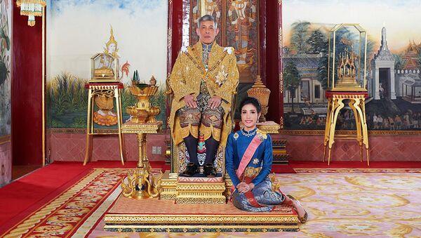 Tayland Kralı'nın resmi 'metresinin', yayınlandığı internet sitesinin çökmesine yol açan fotoğrafları - Sputnik Türkiye