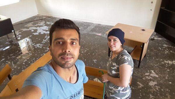 Okulu eşiyle birlikte temizleyen öğretmen - Sputnik Türkiye
