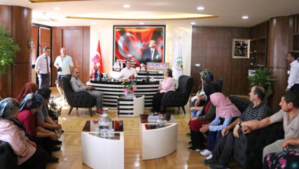 Bolu Belediyesi'nde 127 gündür eylem yapan 18 işçi göreve geri dönüyor - Sputnik Türkiye