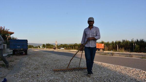Çekirdeği kurutmak için çevreyolunun birer şeridini kapattılar - Sputnik Türkiye