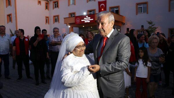 Düzce'de kaldıkları huzurevinde tanışarak evlenmeye karar veren çift - Sputnik Türkiye