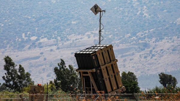 İsrail'in Demir Kubbe savunma sisteminin bataryası - Sputnik Türkiye