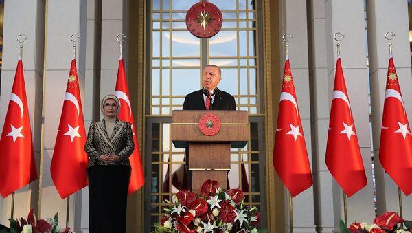 Cumhurbaşkanı Recep Tayyip Erdoğan, 30 Ağustos Zafer Bayramı dolayısıyla Cumhurbaşkanlığı Külliyesi'nde verilen resepsiyonda konuştu. - Sputnik Türkiye